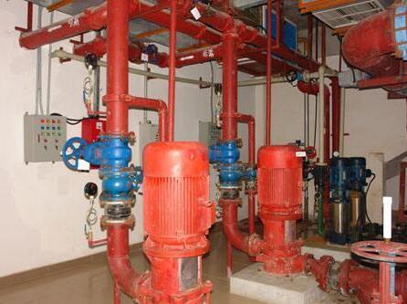 安全阀,压力表,泄水管,水位指示器,消防水泵等,应符合规范要求.图片